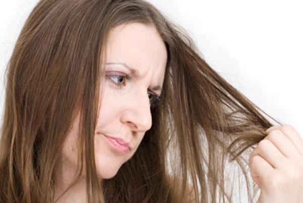 """""""赫芸""""来讲解:5种梳头方式正在损伤你的发质!"""